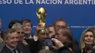 Luego de la gran decepcion en la Copa America Centenario Argentina homenajeaba a sus futbolistas que hace 30 anos levantaron la Copa Mundial en 1986...
