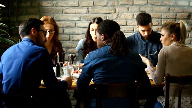 Mittagspause in einem feinen restaurant