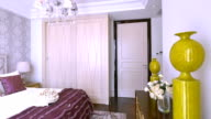 Genießen Sie Luxus Schlafzimmer interior und Dekoration, Echtzeit.