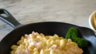 macaroni with ham and cheese