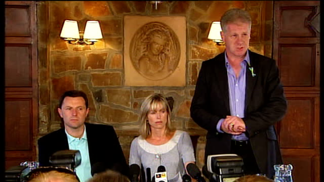 parents press conference on no longer being suspects ENGLAND Leicestershire Rothley PHOTOGRAPHY*** Gerry McCann and Kate McCann into press conference...
