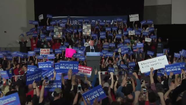 Bernie Sanders announces the breaking news in his rally speech about winning the State of Washington for the Democratic primary