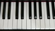 C grote schaal op de piano