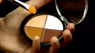 HD: Make-up-Künstler Pinsel in lebhaften Farben