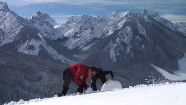 HD TIME-LAPSE: Making A Snowman