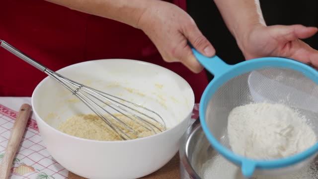 Making marmalade cake at home