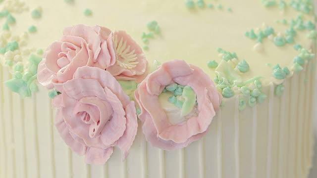 Making rose decoration on cake