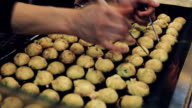 Att göra Takoyaki, snacks bollformade japanska