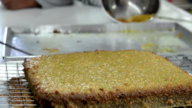 making Toffee cake
