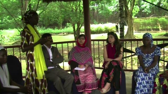 Malala se reunio este lunes con algunas de las ninas que lograron escapar del grupo Boko Haram tras el secuestro de mas de 200 escolares