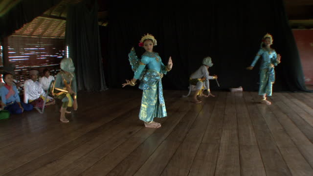 MS Male and female apsara dancers performing dance / Phnom Penh, Cambodia