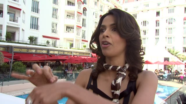 Mallika Sherawat on director Jennifer Chambers Lynch on how she has a very unique style and how dedicated she was to the film at the Hisss Photocall...