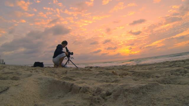 HD: Mann, das Filmmaterial von einem Sonnenaufgang