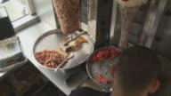 HA MS PAN Man cooking meat for kebabs and filling pita bread with vegetables in diner / Berlin, Germany