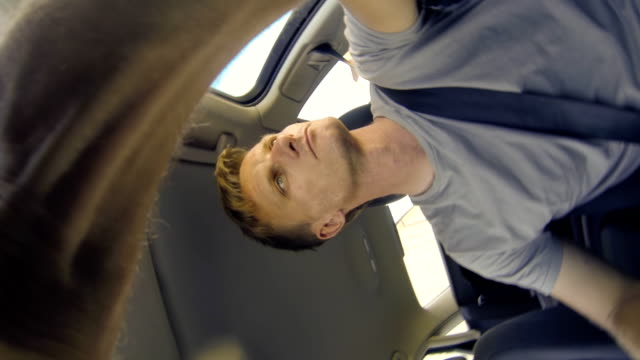 POV Mann sein Auto fahren