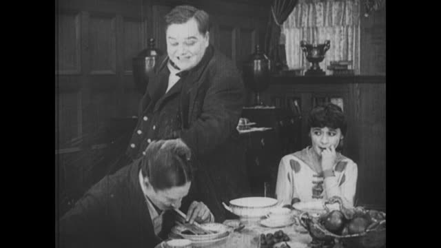 Fatty Arbuckle fights with dinner guests