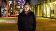 HD-ZEITRAFFER: Mann In der Stadt