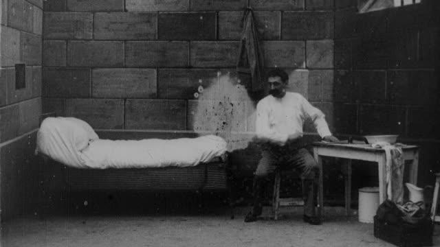 1899 B/W Man kills himself in prison cell