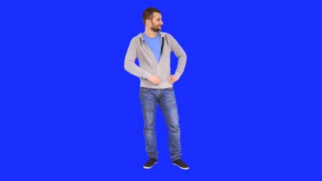 Mann auf textfreiraum zeigen