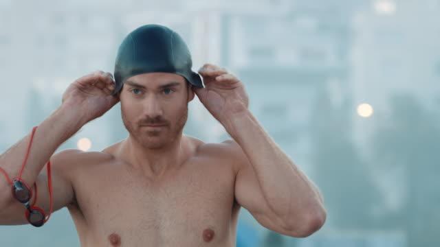 Uomo preparando per il nuoto