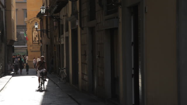 WS LD Man Riding Bike in Old Town / Florence, Italy