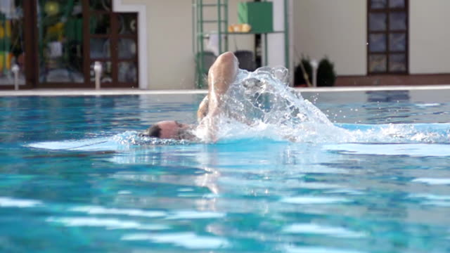 HD SUPER SLOW-MO: Man Swimming Front Crawl