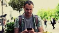 SMS uomo nella città