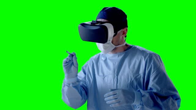 Mann mit virtual-Reality-Brille während der Operation