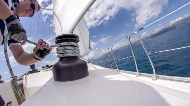Frau Mann Einwickeln hast ein Seil um Seilwinde