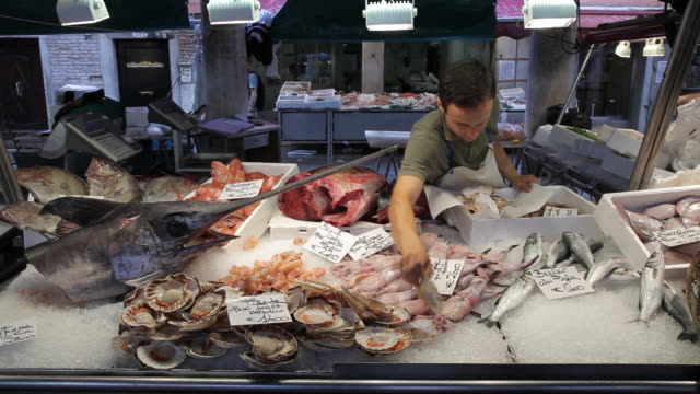 MH LD Man Wrapping Up Fish in Market / Venice, Italy