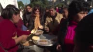 Manifestantes bloquearon mas de 100 calles en la capital argentina para reclamar al gobierno de Mauricio Macri alimentos y ayuda social a sectores de...