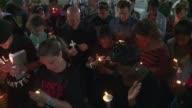 Manifestantes celebraron este miercoles una vigilia frente al ayuntamiento de Charleston Norte por el asesinato de un ciudadano negro a manos de un...