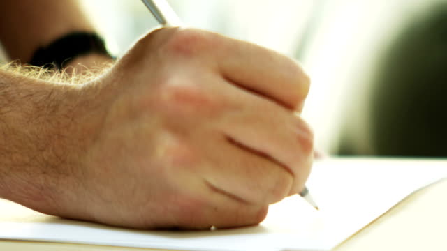 Uomo di scrittura a mano