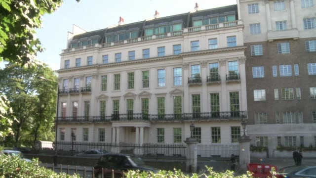 A mansion overlooking London's Hyde Park that belonged to late Lebanese prime minister Rafiq Hariri is on sale for a British record 300 million...