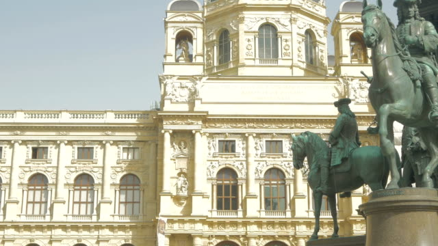 Maria Theresien-Platz and Natural History Museum.C/Up.Pan In