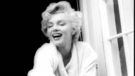 Marilyn Monroe on the film set of 'The Seven Year Itch' at East 61st St between Lexington Ave and Third Ave / camera crews on set / Marilyn wearing a...