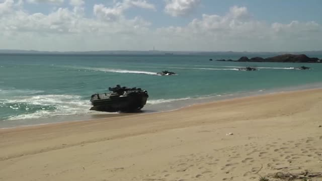 Marines and Sailors participate in Blue Chromite operations with Amphibious Assault Vehicles deployed from USS Ashland for training purposes