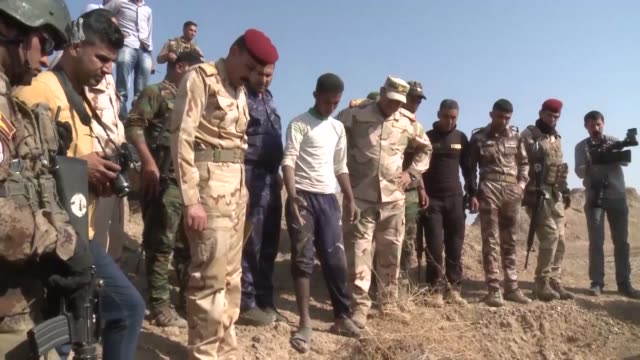 Mass graves containing at least 400 suspected Islamic State group victims have been found near the former jihadist bastion of Hawija in northern Iraq...