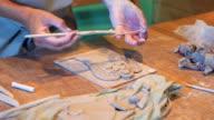 Master decoreren engel uit klei