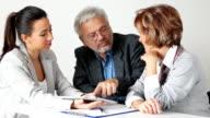 Älteres Paar Treffen mit Financial Advisor