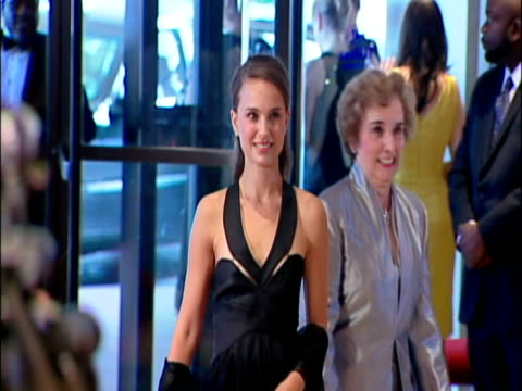 May 2009 MS Actress Natalie Portman on the red carpet at the White House Correspondents' Dinner/ Washington DC USA/ AUDIO