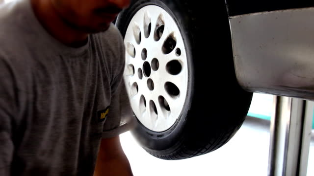 Mechanic tightens bolts of a car's wheels