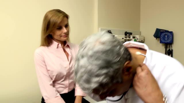 Visita medica-donna adulta