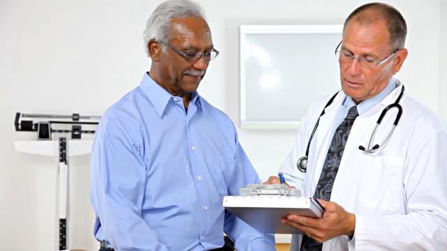 Ärztliche Untersuchung Papierkram