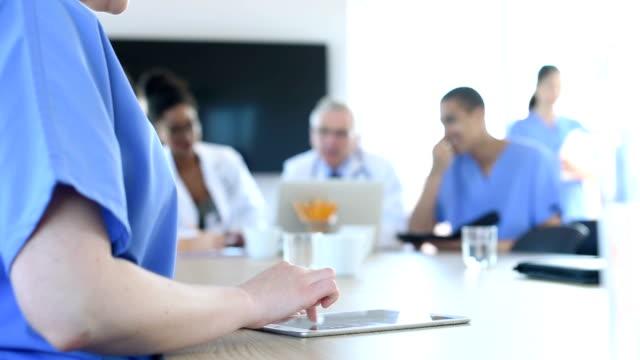 Medizinisches team-meeting in einem Krankenhaus
