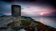 ZEITRAFFER: Turm bei Sonnenuntergang