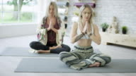 Meditera i yogastudio