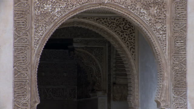 Medium shot arch at Court of Lions/ Alhambra, Spain