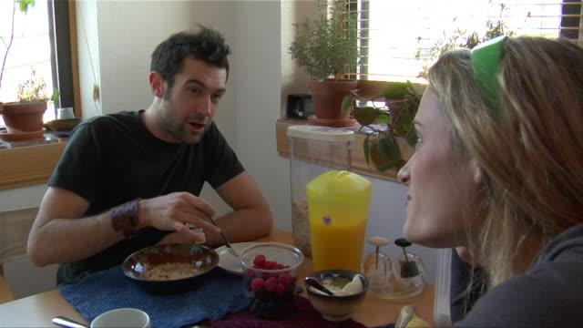 Medium shot couple having breakfast/ New Jersey