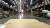 Ipermercato/magazzino con pacchetti